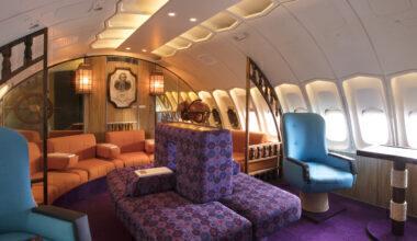 Qantas, Boeing 747-200, Captain Cook Lounge