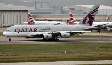 Qatar_Airways,_A7-APD,_Airbus_A380-861_(16269637630)_(3)