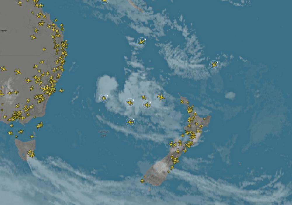 Qantas-Air-New-Zealand-positioning-planes