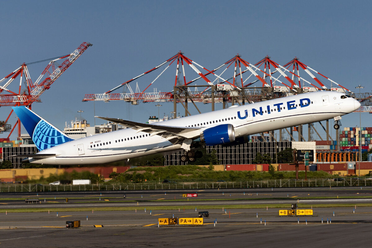 Two United Airlines Hubs Plan Summer Runway Improvements