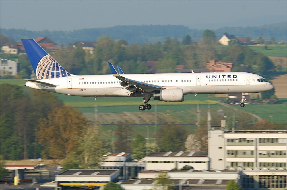United_Airlines_Boeing_757-224_N57111@ZRH16.04.2011_595dy_5629522338