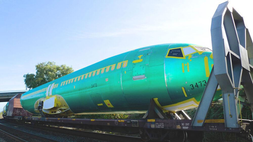 Boeing 737 Train