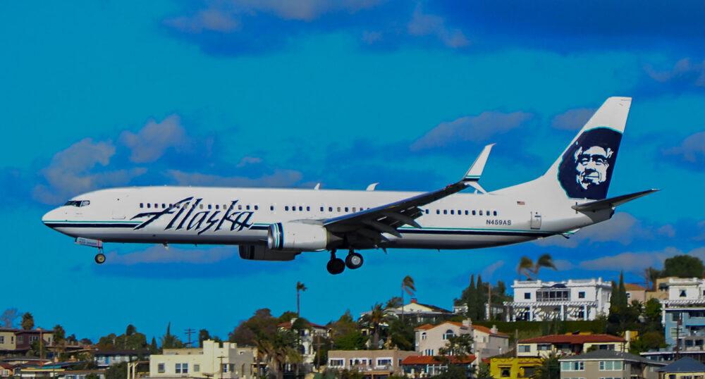 Alaska Airlines Boeing 737 San Diego