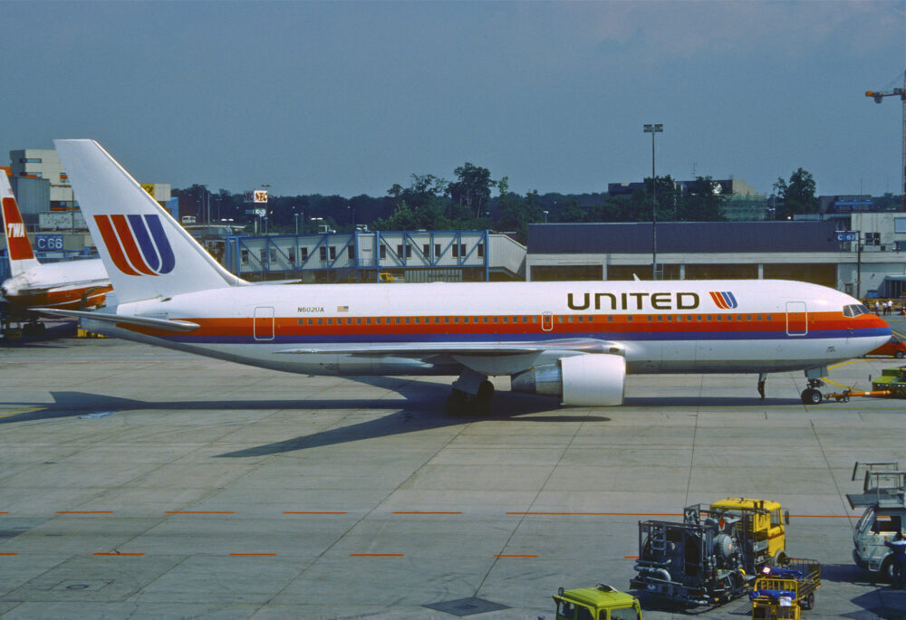 United Airlines Boeing 767-200