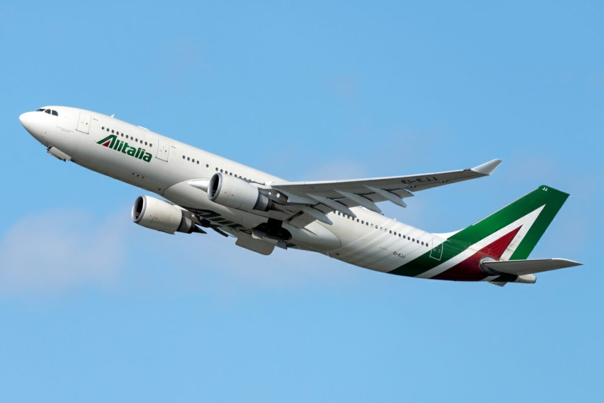 Alitalia Airbus A330-202 EI-EJJ (1)