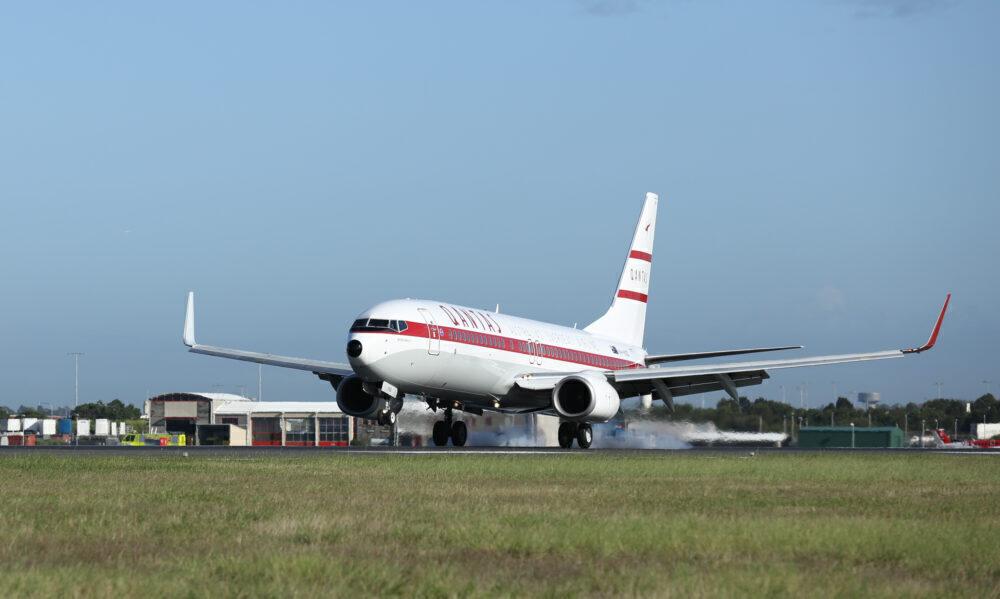 Qantas retro roo 737-800
