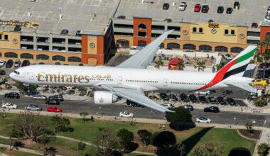 Emirates Boeing 777-31H(ER) A6-EQE (2)