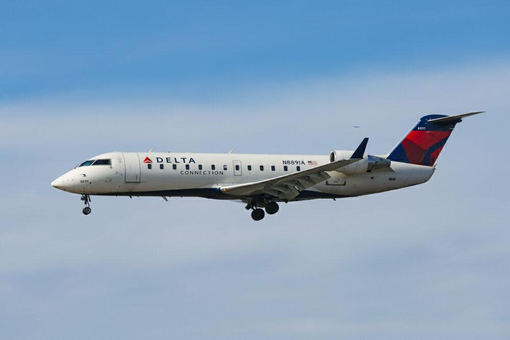Delta CRJ200