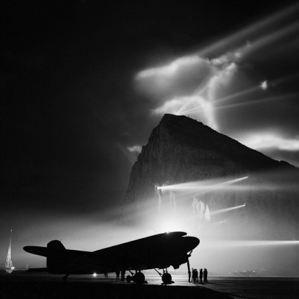 British Overseas Airways Corporation And Qantas, 1940-1945