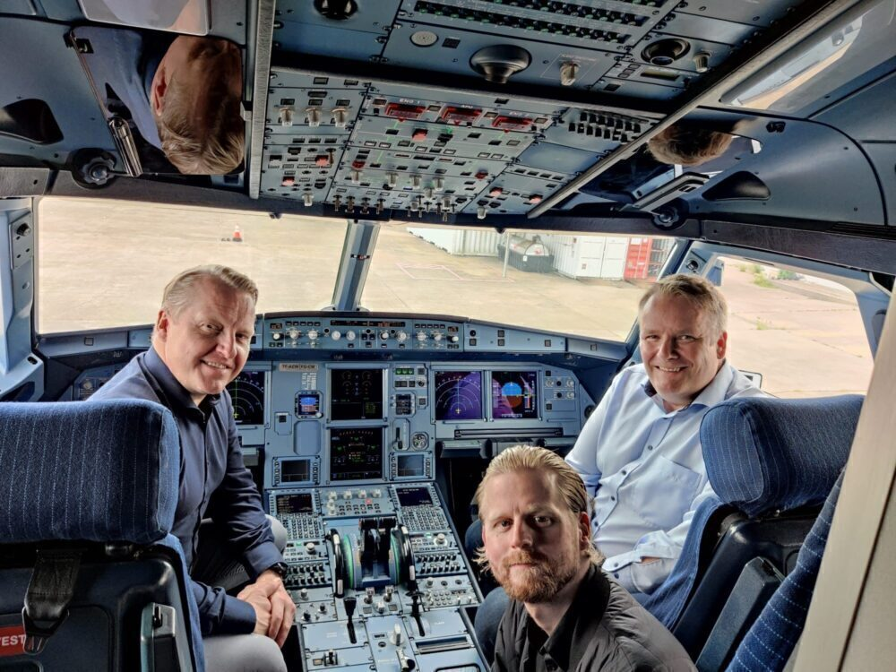 PLAY Cockpit