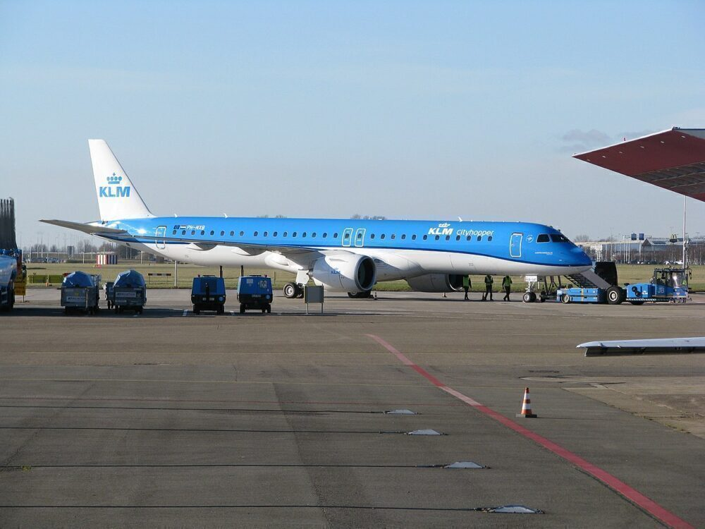 Brand New KLM Embraer E195-E2 Returns To Amsterdam Over Gear Issue