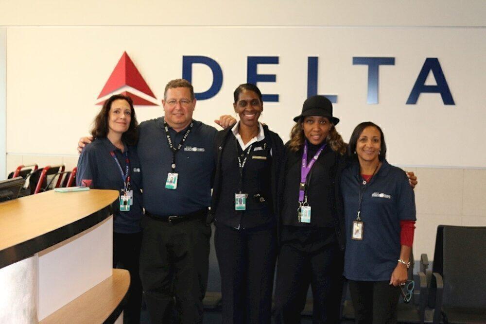 Delta employee volunteers