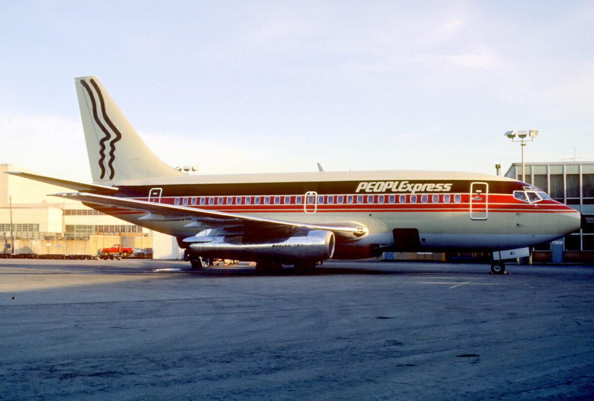 People_Express_Boeing_737-130;_N411PE