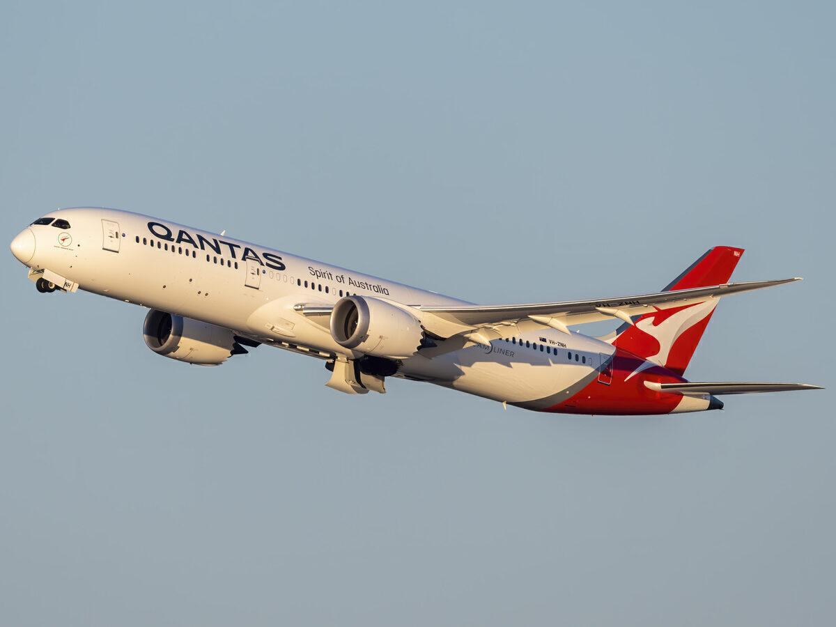 Qantas, Boeing 787, Supermoon