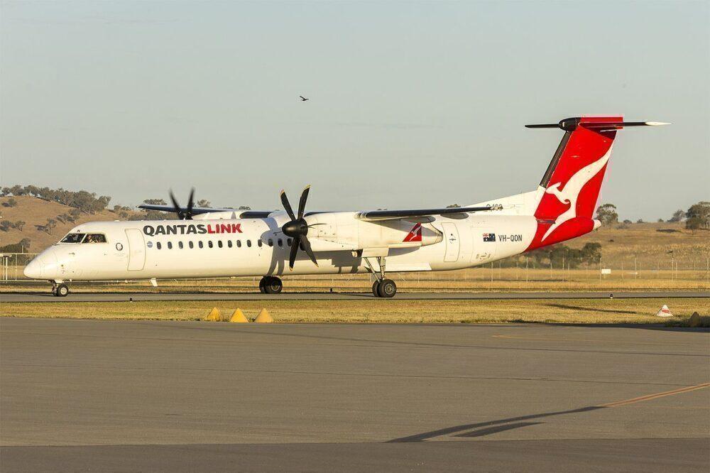 Qantas Dash-8-400
