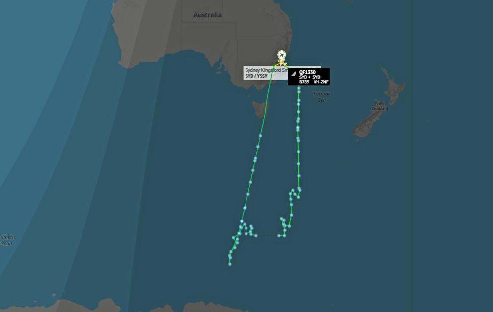 qantas-787-antartica-southern-lights