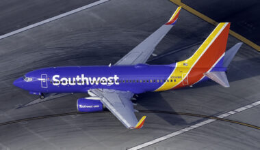Southwest Airlines Boeing 737-7H4 N204WN (1)