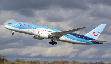 Thomson_Boeing_787_Dreamliner_G-TUII_(26126980801)