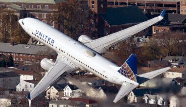 United Boeing 737-700