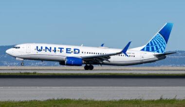 United Airlines Boeing 737-800 N39297