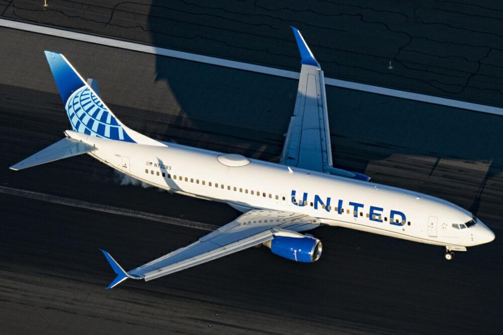 United Boeing 737-800