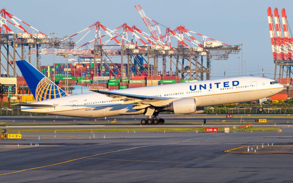 UA 777-200ER