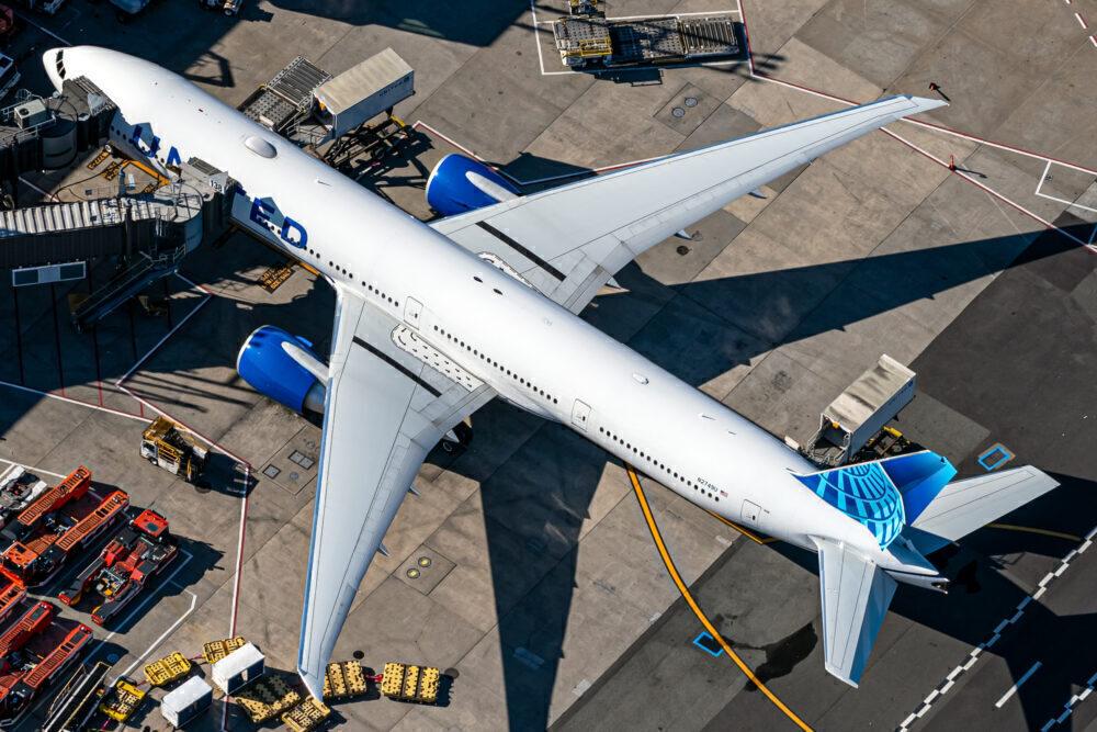 United Boeing 777-300ER