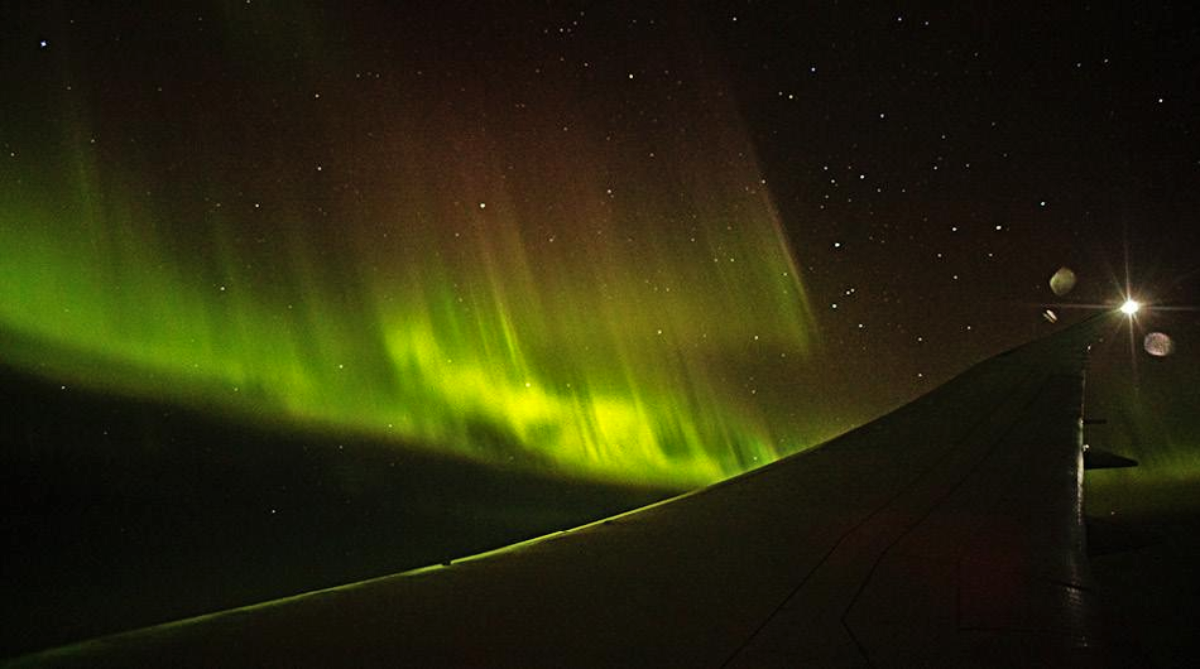 Qantas Boeing 787 Dreamliner Chases Antarctica's Southern Lights