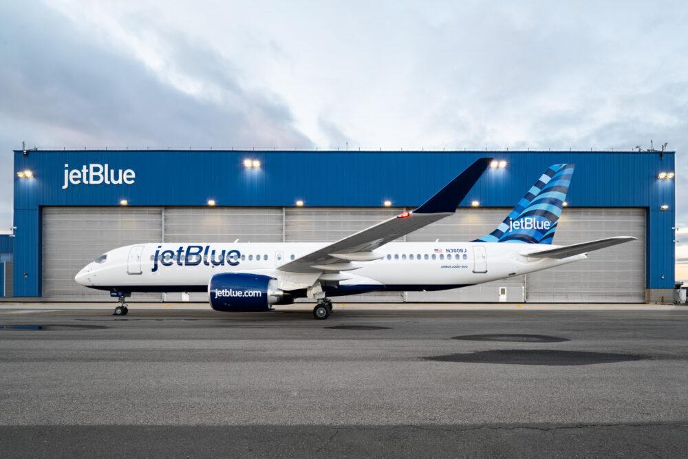 JetBlue Airbus A220
