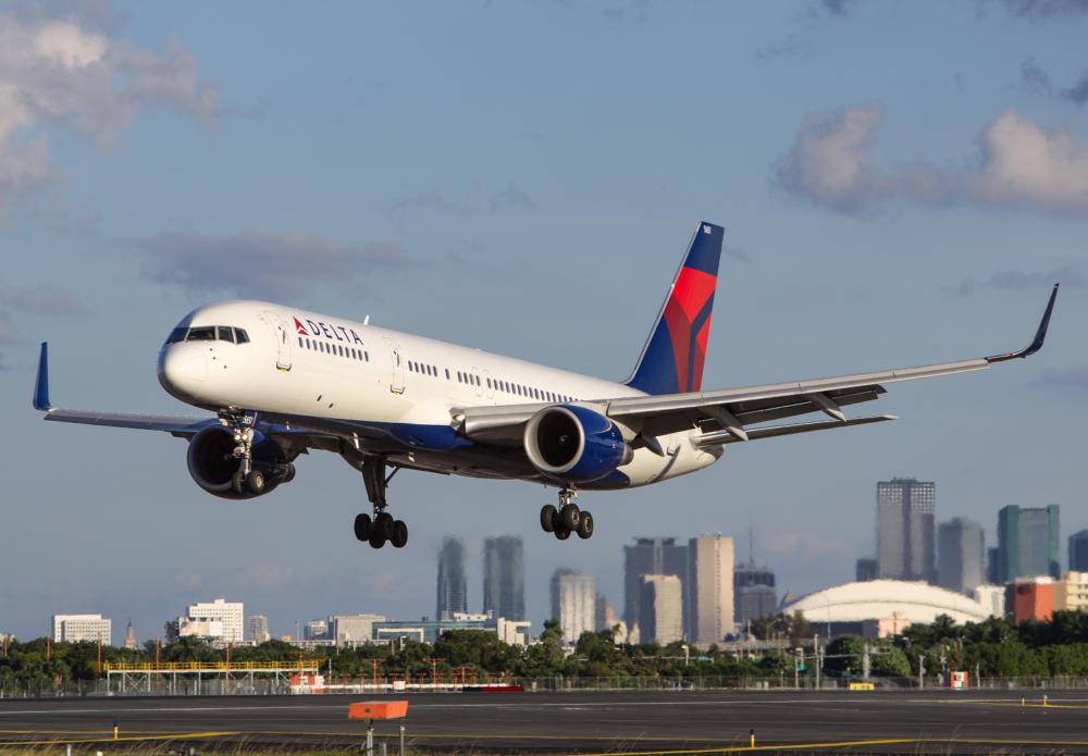 us-airlines-pause-israel-flights