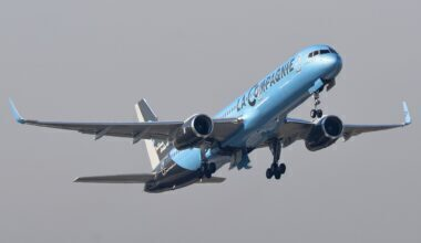 1280px-Boeing_757-200_F-HCIE_-_La_Compagnie