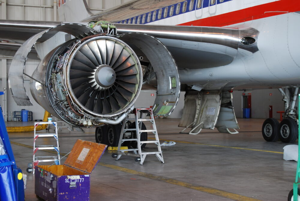 Rolls-Royce engine on 757