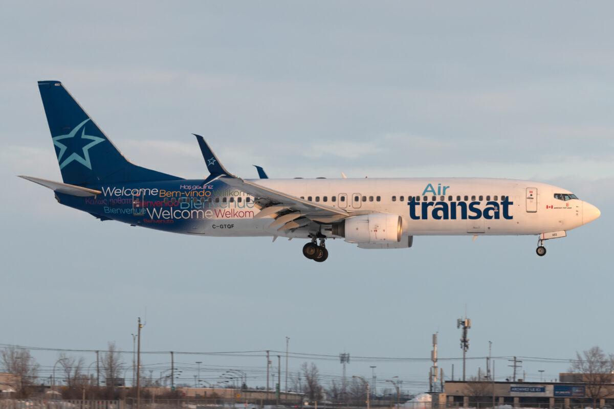 Air Transat Boeing 737-8Q8 C-GTQF