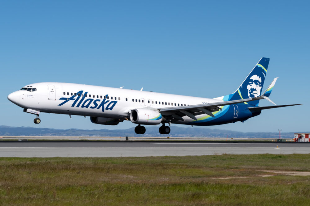 Alaska Boeing 737-900