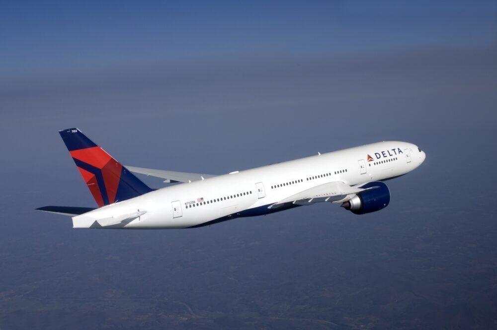 Boeing 777-200LR in flight