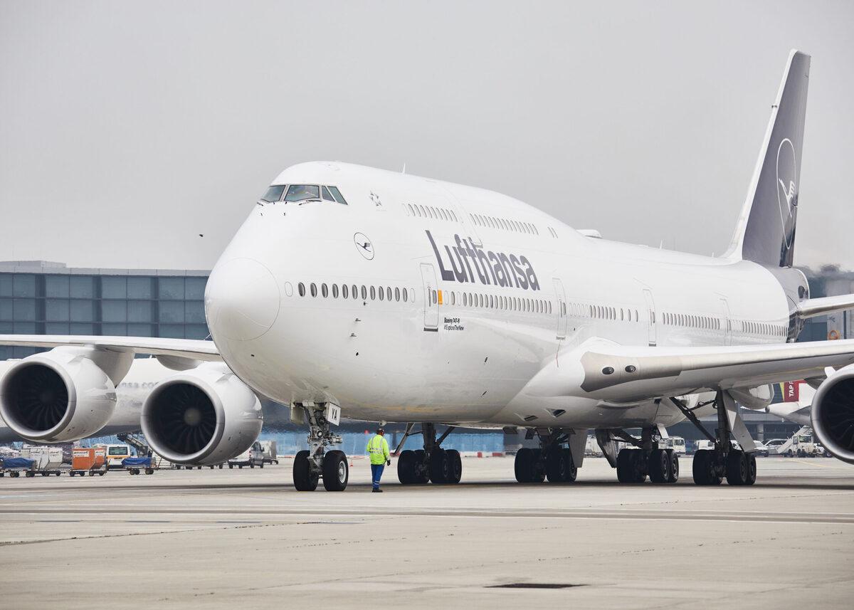 Lufthansa, Boeing 747, short haul