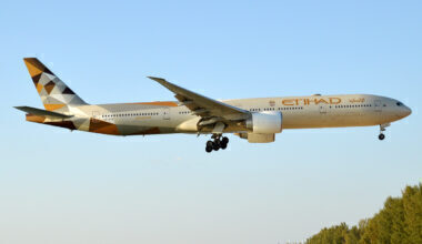 Etihad_Airways,_A6-ETB,_Boeing_777-3FX_ER_(40695403943)
