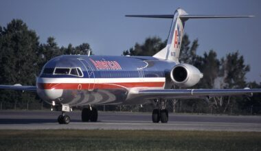 Fokker_100_(F-28-0100),_American_Airlines_AN0260546