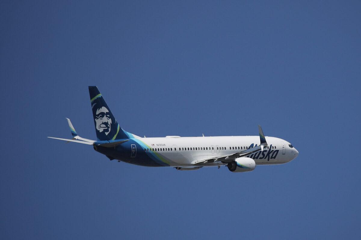 Alaska Airlines Brings Back More Meal Service