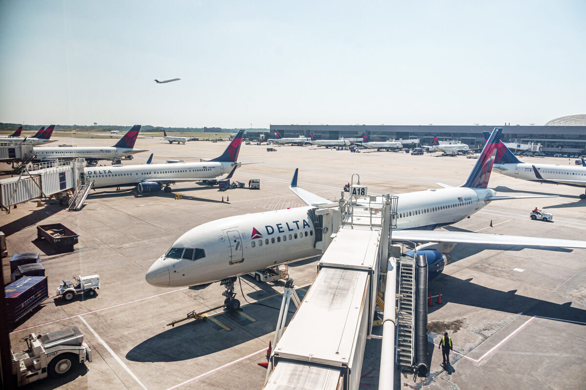 Oops: Two Delta Boeing Aircraft Clip Wings In Altanta