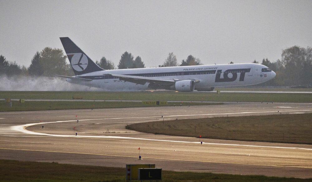 Lot Polish Airlines Boeing 767 Landing