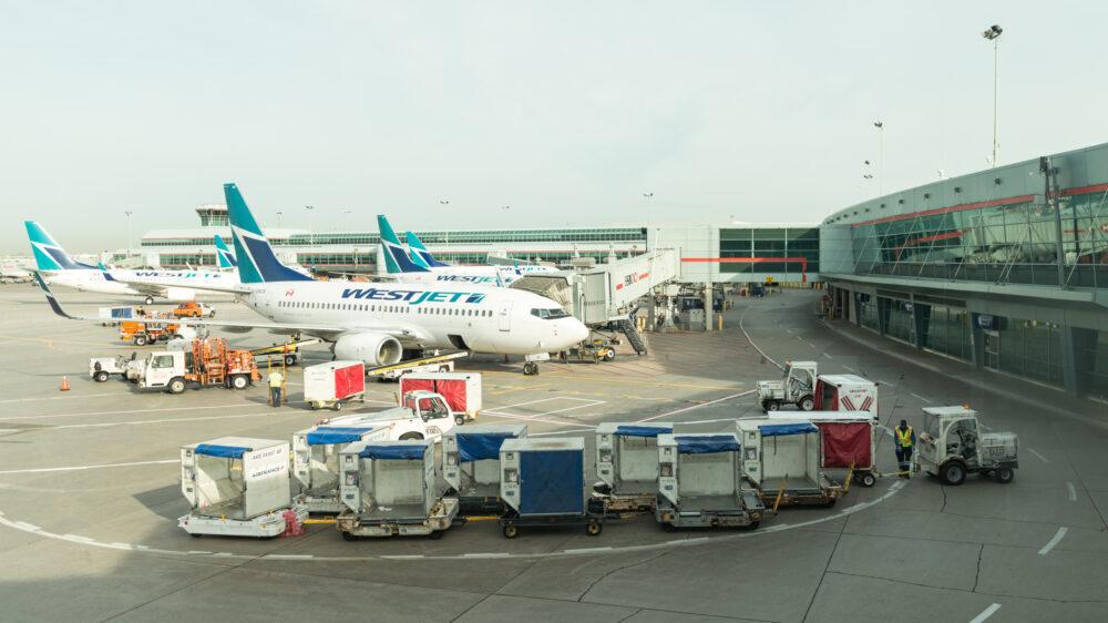 WestJet-Boeing-737-Cargo-Arm-Jetty