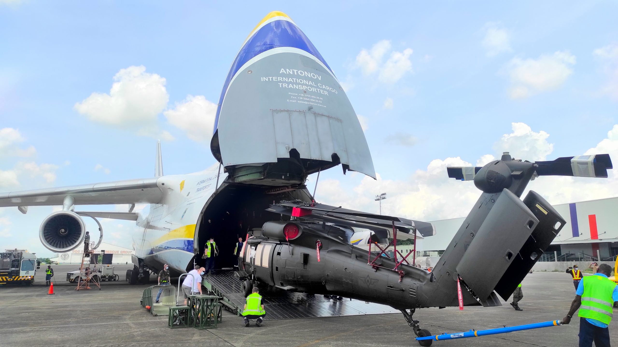 Antonov Airlines Transports 5 Helicopters On The AN-124-100