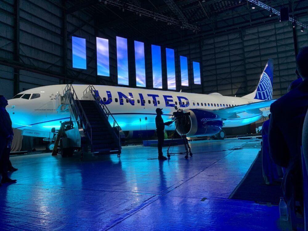 United 737 MAX 8