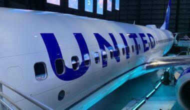 United Boeing 737 MAX 8