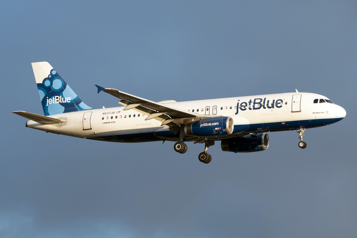 16 Years On: What Caused The JetBlue Nose Gear Incident?