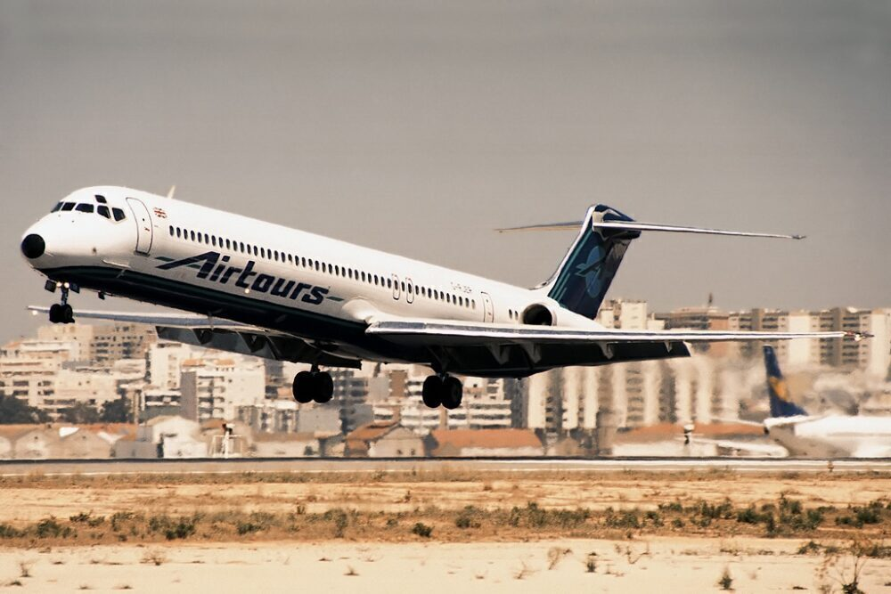 Airtours MD-83
