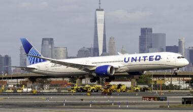 United Airlines Boeing 787-10 Dreamliner N13013