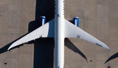 United Airlines Boeing 787-10 Dreamliner N14011