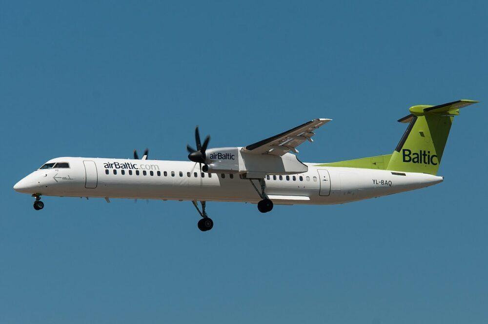 airBaltic Dash 8